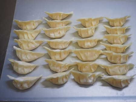 インスタントラーメンで炊き餃子057