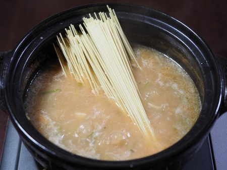 インスタントラーメンで炊き餃子070