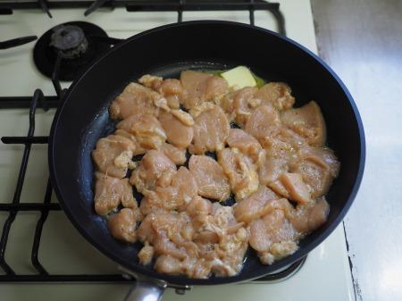 カレー粉で作る鶏むね肉カレ056
