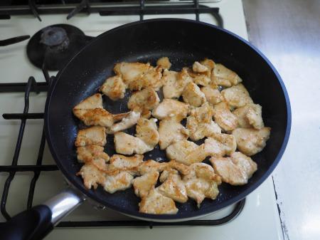 カレー粉で作る鶏むね肉カレ058