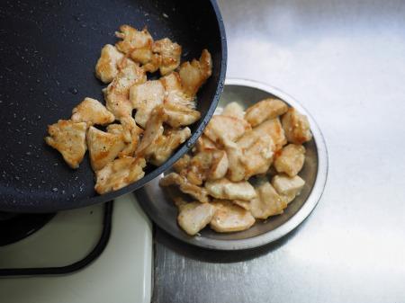カレー粉で作る鶏むね肉カレ059