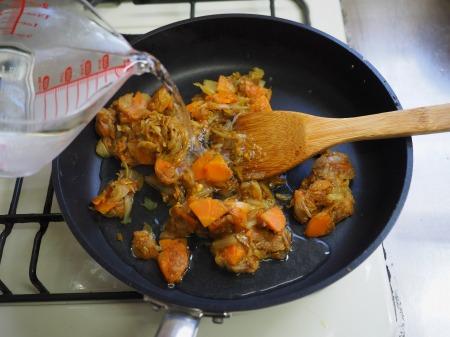 カレー粉で作る鶏むね肉カレ074