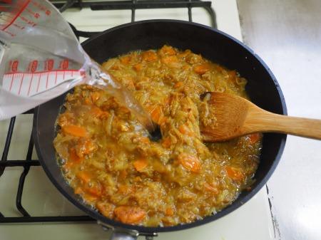 カレー粉で作る鶏むね肉カレ076