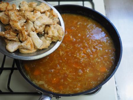 カレー粉で作る鶏むね肉カレ081