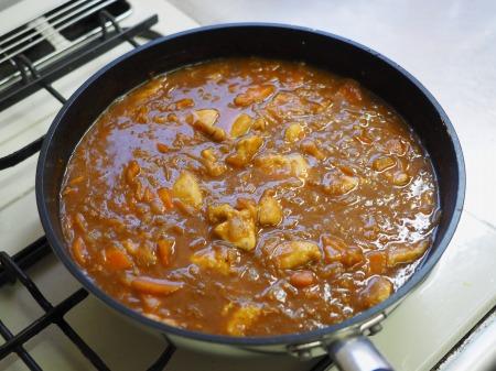 カレー粉で作る鶏むね肉カレ087