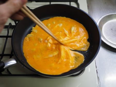 豚肉とにら、きくらげの卵炒め049