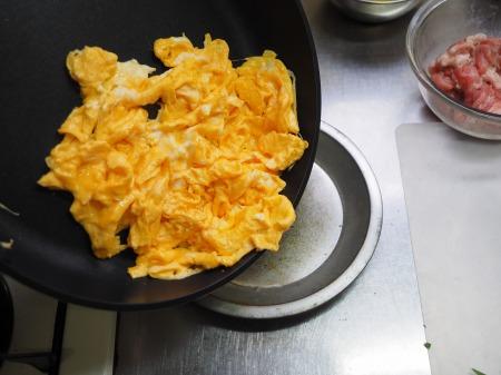 豚肉とにら、きくらげの卵炒め053