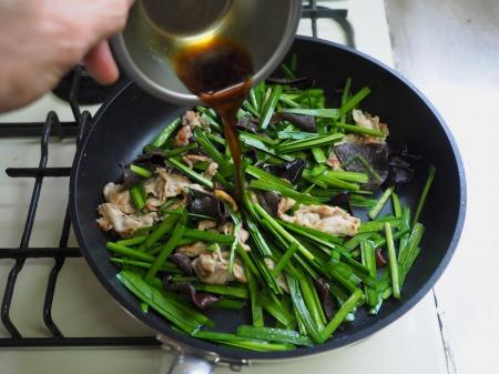 豚肉とにら、きくらげの卵炒め061