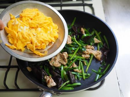 豚肉とにら、きくらげの卵炒め063