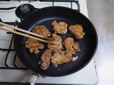 豚ひれ肉のポン酢漬けバター050