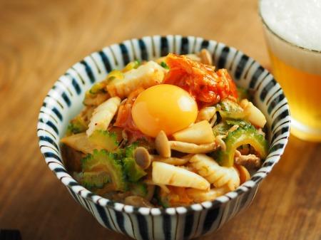イカとゴーヤのキムチ炒め丼004