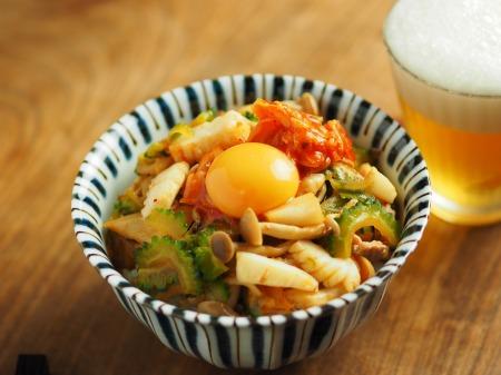イカとゴーヤのキムチ炒め丼001
