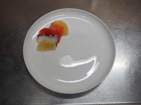 タコとサーモンのフルーツサラダ055