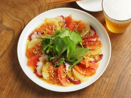 タコとサーモンのフルーツサラダ021