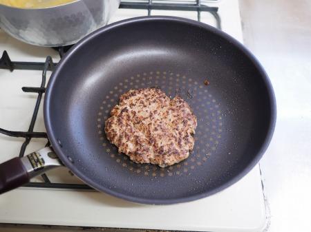 ハンバーグのタネでトマトミートィ020