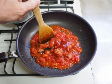 ハンバーグのタネでトマトミートィ023