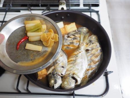 モチウオと厚揚げの煮付け055