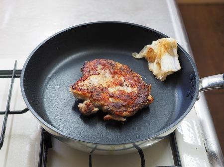 鶏むね肉のアンチョビ焼き、塩040