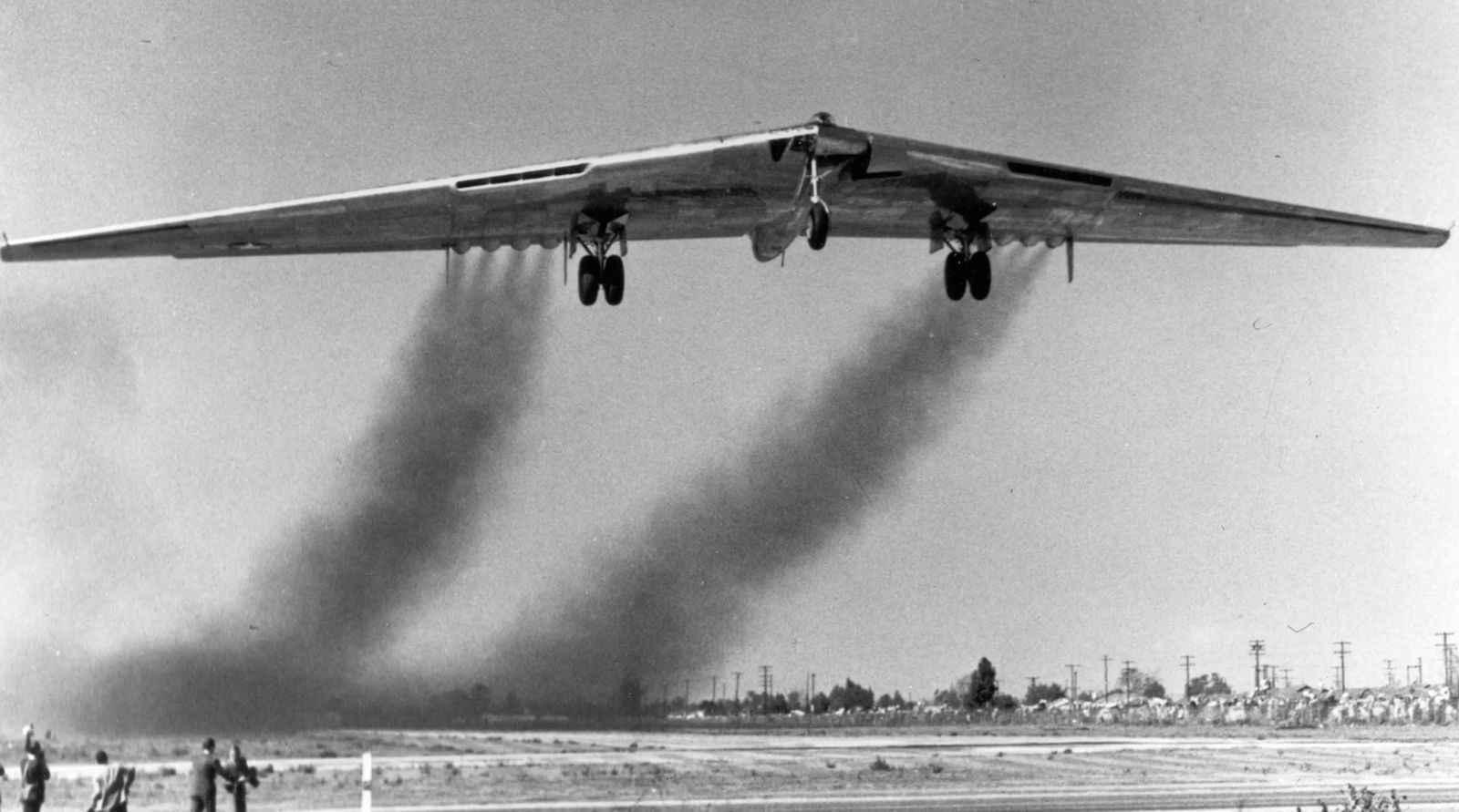 12_Flying_Wing_taking_off.jpg