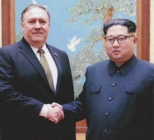 Mike_Pompeo_with_Kim_Jong-un_2.jpg