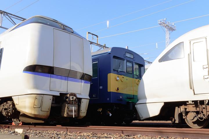 クモヤ145-1323s