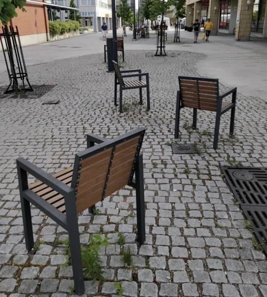 変った公園のベンチの画像(2枚目)