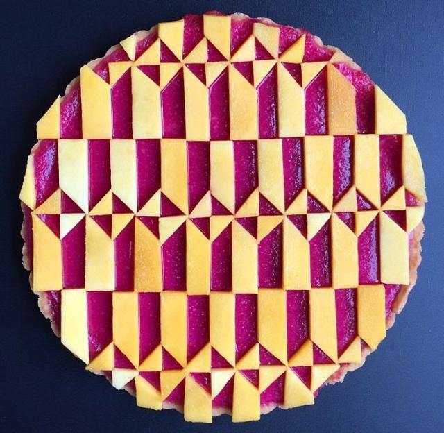 美しい色彩とパターンのケーキの画像(1枚目)