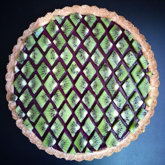 美しい色彩とパターンのケーキの画像(2枚目)