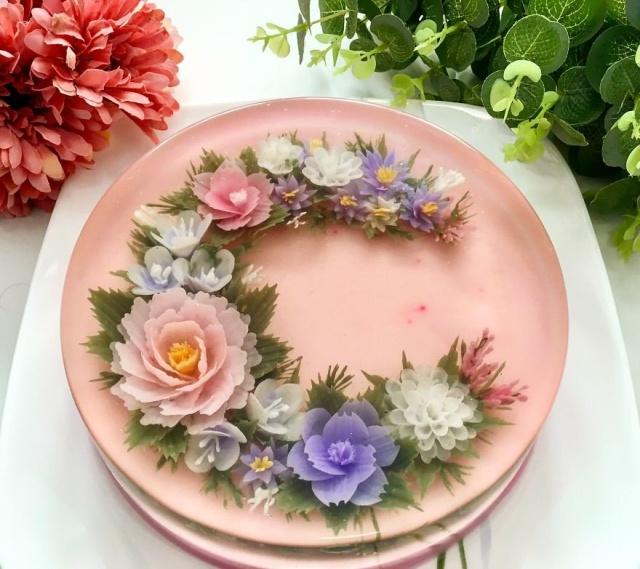 本物のお花を閉じ込めたようなケーキの画像(3枚目)