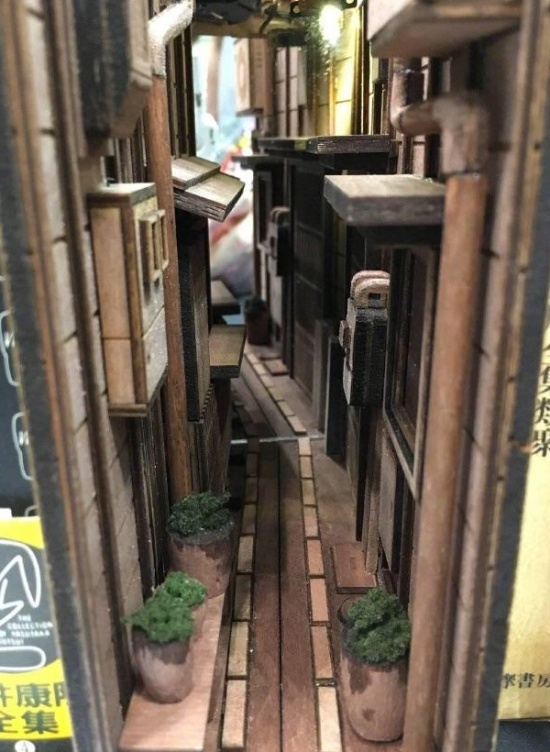本棚が昭和の路地裏の画像(3枚目)