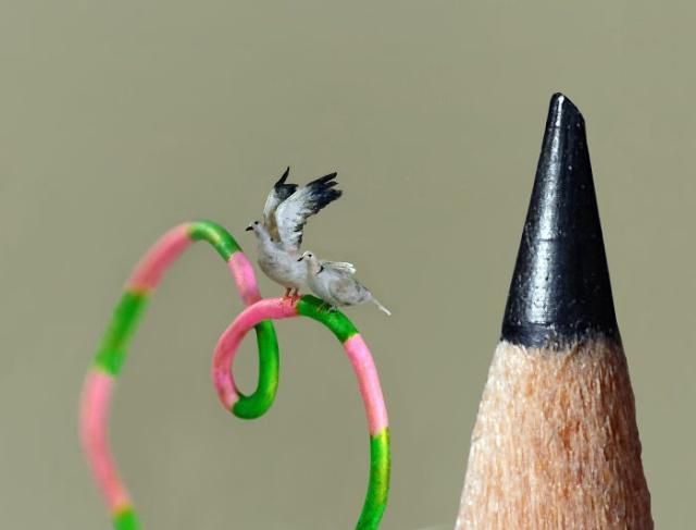 小さ過ぎる鳥の彫刻の画像(3枚目)