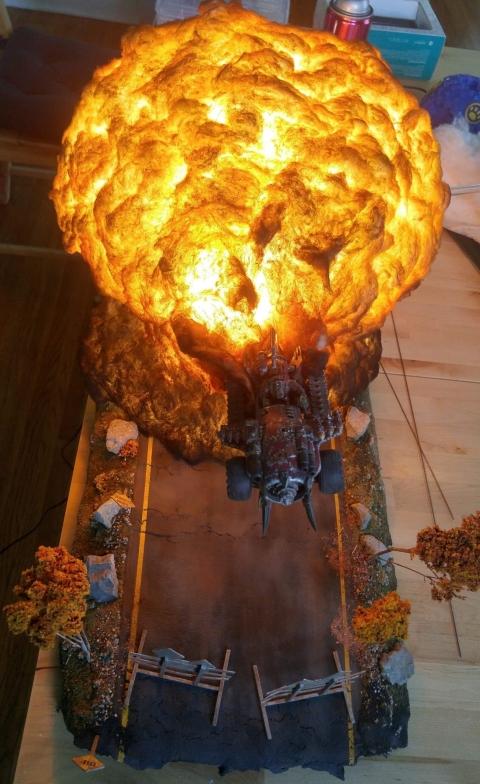 爆風がリアル過ぎるジオラマ模型07