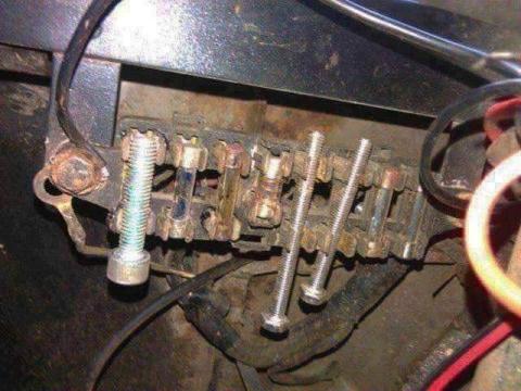 凄まじい方法で修理されている自動車07