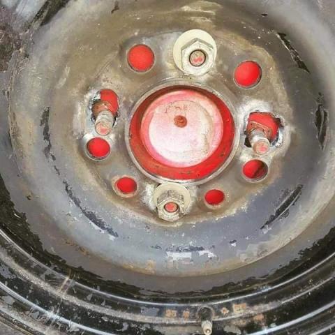 凄まじい方法で修理されている自動車09