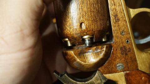 木で再現されたリボルバーの拳銃19