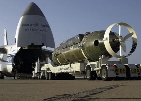 飛行機で輸送される物体02