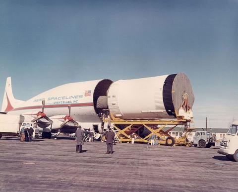 飛行機で輸送される物体03