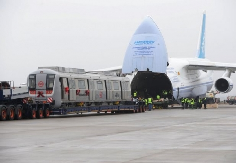 飛行機で輸送される物体10