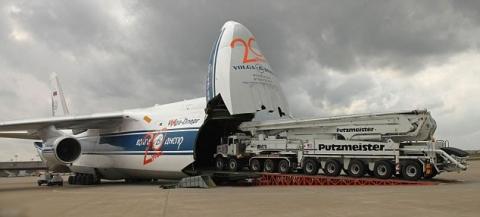 飛行機で輸送される物体04