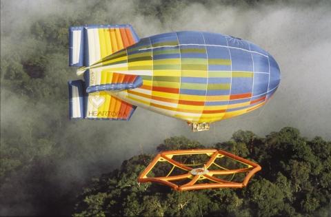 飛行船に吊るされた超巨大なハンモック01