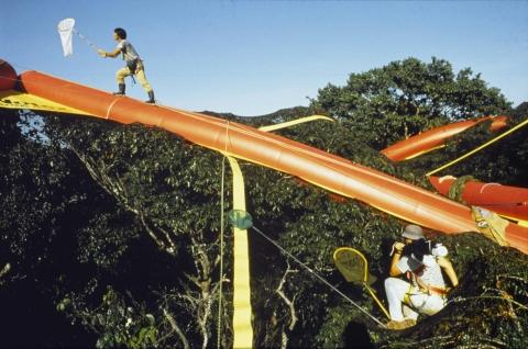 飛行船に吊るされた超巨大なハンモック04