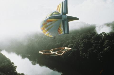 飛行船に吊るされた超巨大なハンモック08