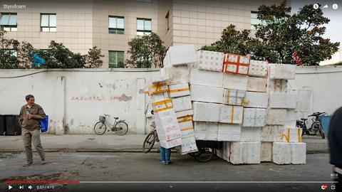 発泡スチロールの容器を自転車に積む理由01