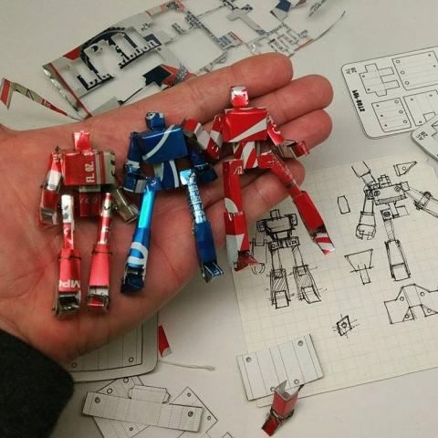 空き缶で作ったロボットのフィギア02