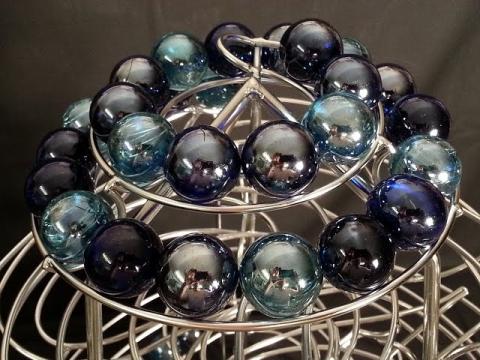 ガラスの玉がレールを転る01