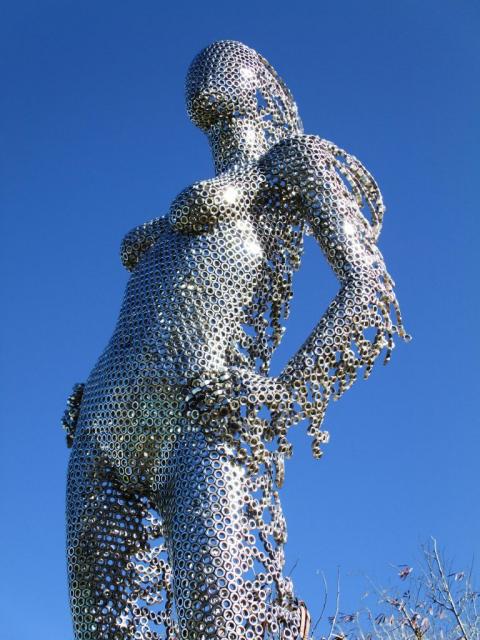 ナットをつけて作った彫像03