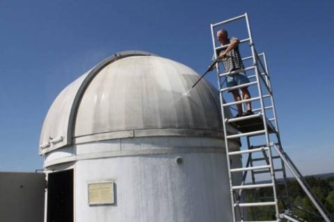 スターウォーズのファンの天文台がR2-D2_01