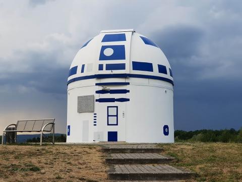 スターウォーズのファンの天文台がR2-D2_02