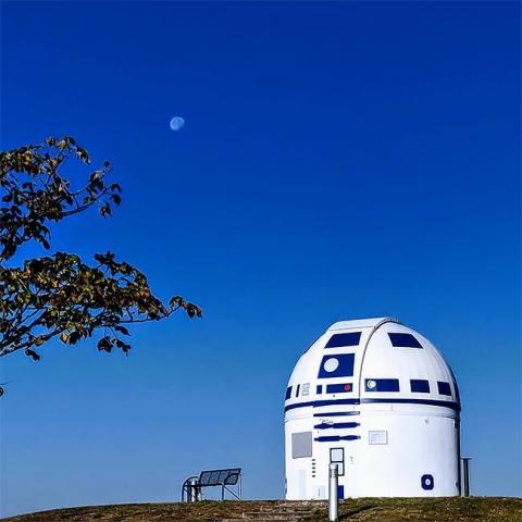 スターウォーズのファンの天文台がR2-D2_07