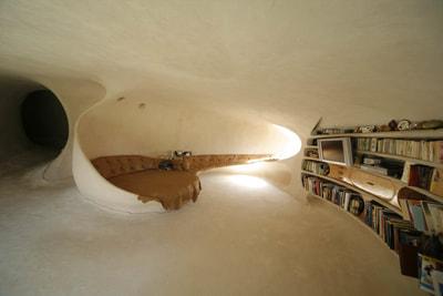 洞窟のような家07